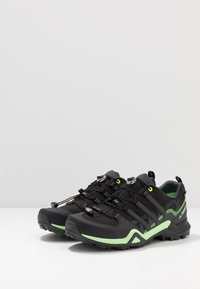 adidas Performance - TERREX SWIFT R2 GORE-TEX - Hikingsko - core black/dough solid grey/signal green - 2