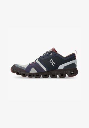CLOUD X SHIFT - Zapatillas - ink cherry