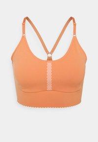 Nike Performance - INDY EYELET BRA - Sujetadores deportivos con sujeción ligera - apricot agate/arctic orange - 4