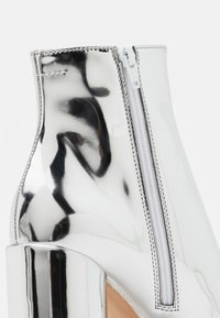 MM6 Maison Margiela - STIVALETTO EFFETTO SCUCITO - High heeled ankle boots - silver - 4