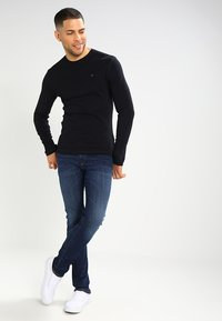Tommy Jeans - ORIGINAL SLIM FIT - Long sleeved top - black - 1