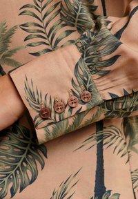 Alba Moda - Button-down blouse - karamell khaki - 4