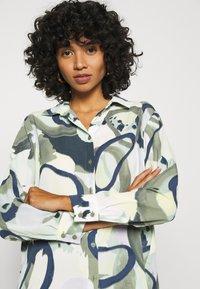 Monki - ASSA BLOUSE - Button-down blouse - khaki green/dusty light khakiart - 3
