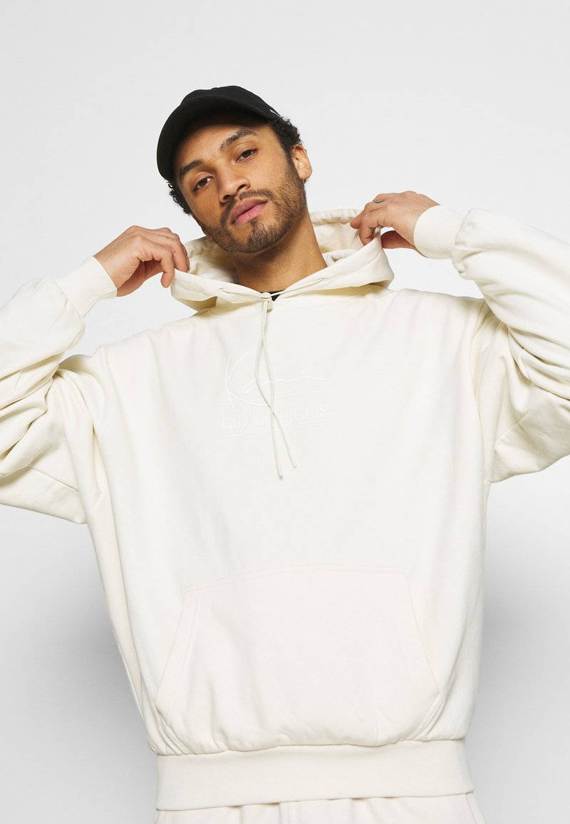 Karl Kani - SIGNATURE HOODIE UNISEX  - Jersey con capucha - offwhite