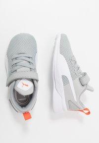 Puma - FLYER RUNNER UNISEX - Neutral running shoes - high rise/white/firecracker/castlerock - 0