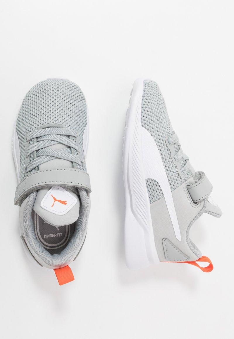 Puma - FLYER RUNNER UNISEX - Neutral running shoes - high rise/white/firecracker/castlerock