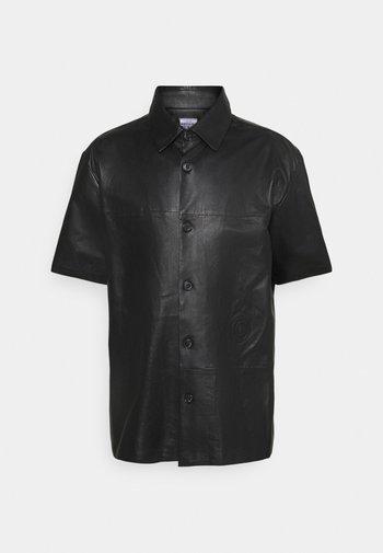 SHORT SLEEVE ORION SHINY - Shirt - black