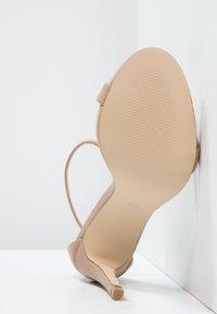 Steve Madden - STECY - Sandály na vysokém podpatku - natural - 4