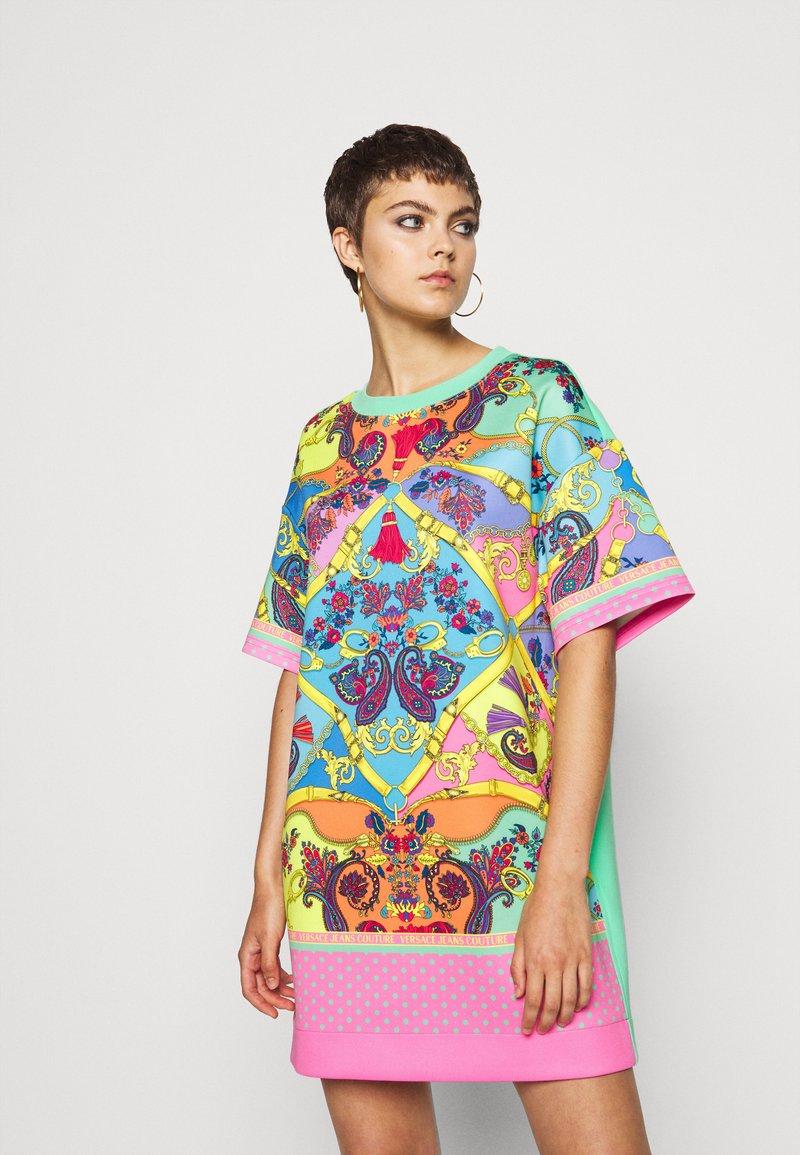 Versace Jeans Couture - Sukienka z dżerseju - rose wild orchid