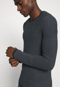 Selected Homme - SLHDEAN MIX CREW NECK - Jumper - sky captain/egret - 5
