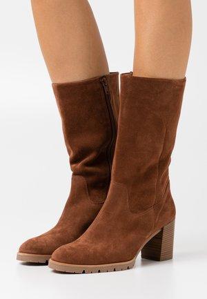Vysoká obuv - nougat
