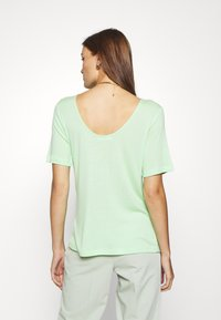 Moss Copenhagen - MONA DEEP BACK TOP - Basic T-shirt - pistachio green - 2
