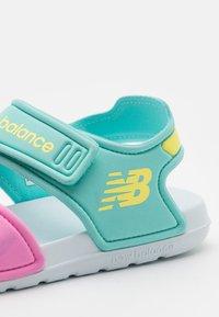 New Balance - WELCRO UNISEX - Sandály do bazénu - pink - 5