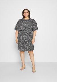 Selected Femme Curve - SLFCARL DRESS - Denní šaty - black - 1