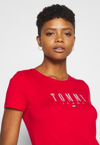 Tommy Jeans - ESSENTIAL LOGO TEE - Print T-shirt - deep crimson - 3