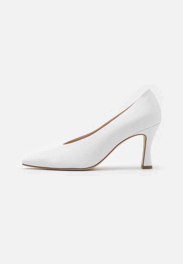 SECURE - Classic heels - weiß