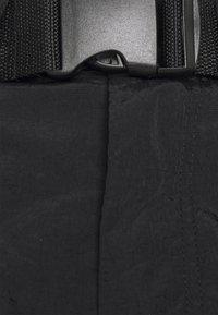 Karl Kani - SIGNATURE PANTS UNISEX - Pantalon cargo - black - 3