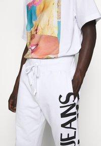 Versace Jeans Couture - BIG LOGO JOGGERS - Trainingsbroek - white - 3