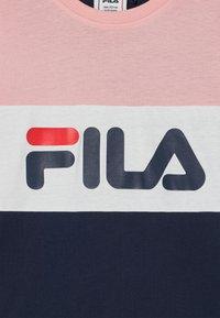 Fila - MARINA BLOCKED TEE UNISEX - Camiseta estampada - black iris/coral blush/bright white - 2