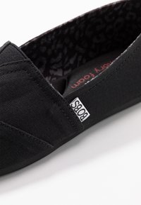 Skechers - BOBS PLUSH - Slip-ons - black - 2