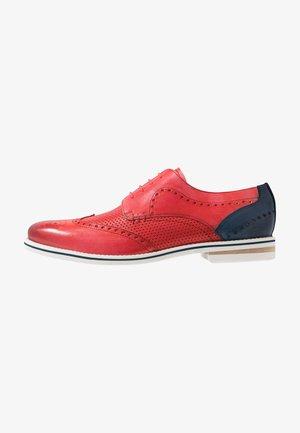 SCOTT - Elegantní šněrovací boty - ruby