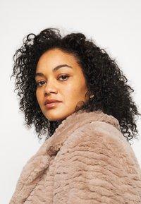 Dorothy Perkins Curve - SHORT WIGGLE - Winter jacket - mink - 3