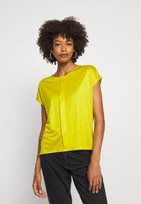 someday. - KUSANA - T-shirt basic - golden green - 0