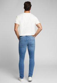 Esprit - Jeansy Slim Fit - blue light washed - 2
