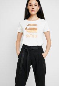 G-Star - GRAPHIC LOGO - T-shirts print - milk - 0