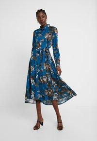 Kaffe - KADOTTI DRESS - Skjortklänning - moroccan blue - 0