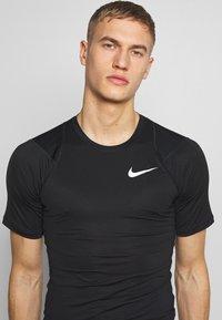 Nike Performance - Triko spotiskem - black/white - 4