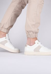 Blackstone - Sneakers - white - 3