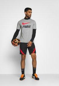 Nike Performance - PARIS ST GERMAIN TEE GROUND - Club wear - dark grey heather - 1