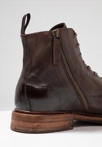 Cordwainer - Snørestøvletter - dark brown - 6