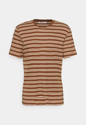 ATARO - Print T-shirt - emperador