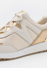 MICHAEL Michael Kors - PIPPIN TRAINER - Zapatillas - pale gold - 6