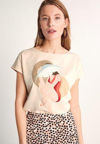 Print T-shirt - shell placed print woman