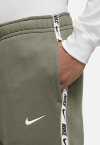 Nike Sportswear - REPEAT - Tracksuit bottoms - medium olive - 3