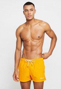 Champion - BEACH - Shorts da mare - orange - 0