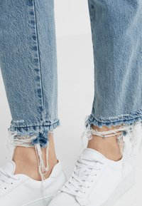 CLOSED - PEDAL PUSHER - Jeans Relaxed Fit - light blue - 3