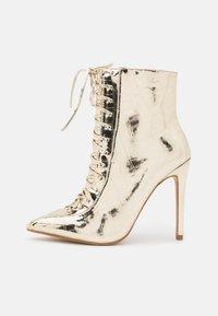 BEBO - SAVIOUR - Kotníková obuv na vysokém podpatku - gold - 1