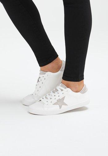 Star  - Baskets basses - white