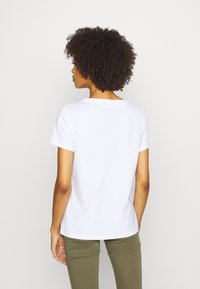 Guess - GENZIANA TEE - Print T-shirt - true white - 2
