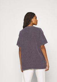 BDG Urban Outfitters - MYTHOLOGIES DAD TEE - T-shirt con stampa - grey - 2