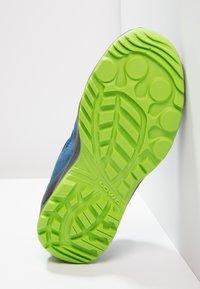 Lowa - ROBIN GTX LO - Hiking shoes - blau/limone - 4