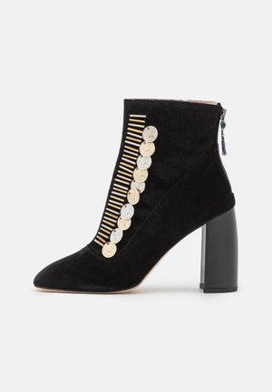TRAVIATA BOOTIE - Korte laarzen - black