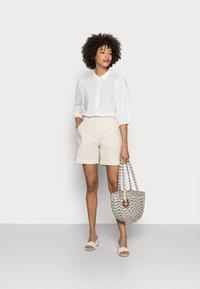 Kaffe - SUKI SHIRT - Button-down blouse - optical white - 1