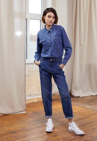 TOM TAILOR DENIM - BARREL MOM VINTAGE MIDDLE BLUE - Relaxed fit jeans - used mid stone blue - 1