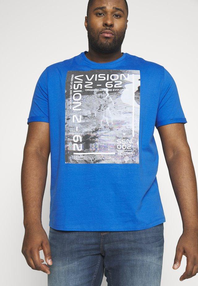 REFLECTIVE  - Printtipaita - victory blue