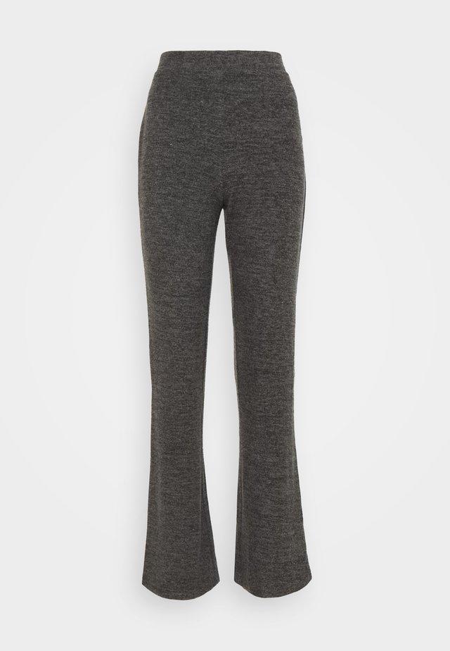 PCPAM FLARED PANT - Bukse - dark grey melange